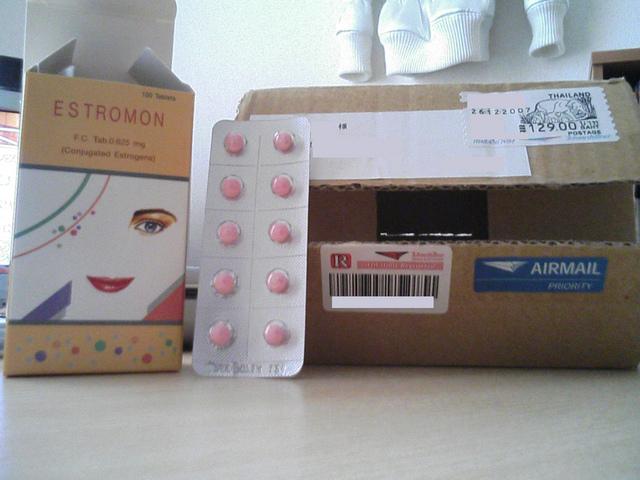 未承認医薬品エストロモン服用の女性、子宮から出血