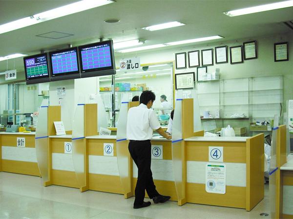 総務省近畿管区行政評価局、保険薬局の患者のプライバシー保護を通知